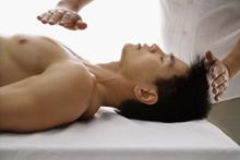 Medicina Alternativa. Tipos de masajes terapéuticos. Qué es el Reiki